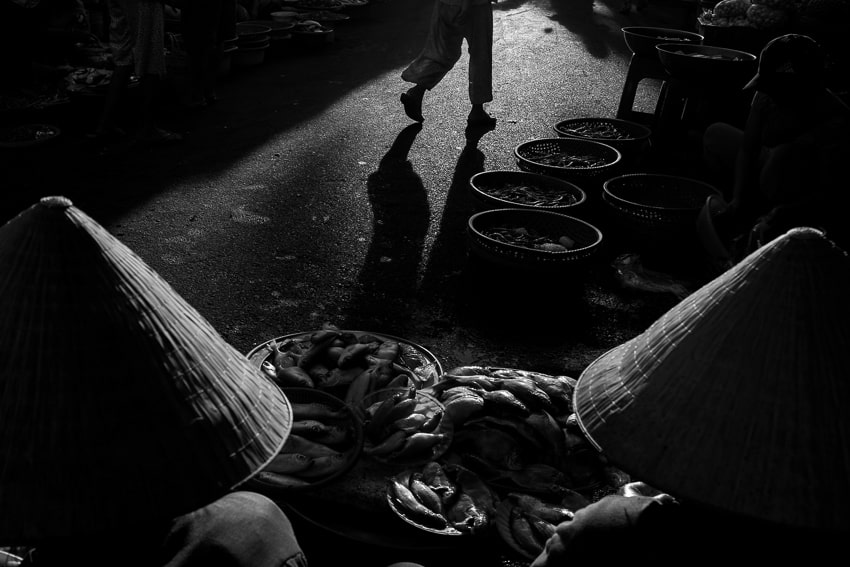 An interesting photo composition taken in hoi an market during hoi an private photography workshop
