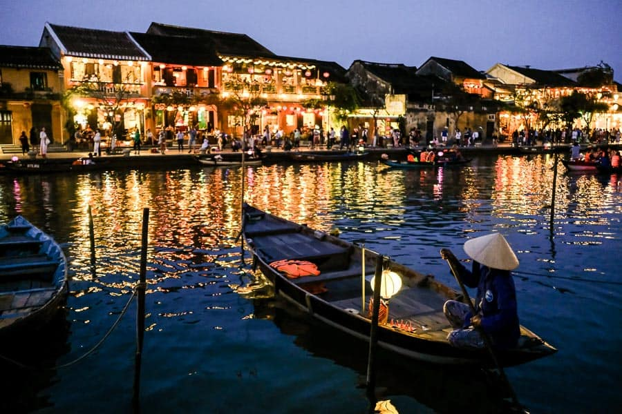 Woman paddling her boat on hoi an river during Hoi An night photography workshop
