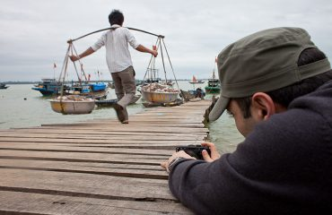 Sunrise Photo Tour Hoi An - Leaning For The Shot