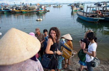Sunrise Photo Tour Hoi An - Students On The River