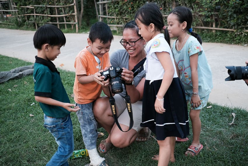 Student of hoi an photo tour and workshop interacting with the locals