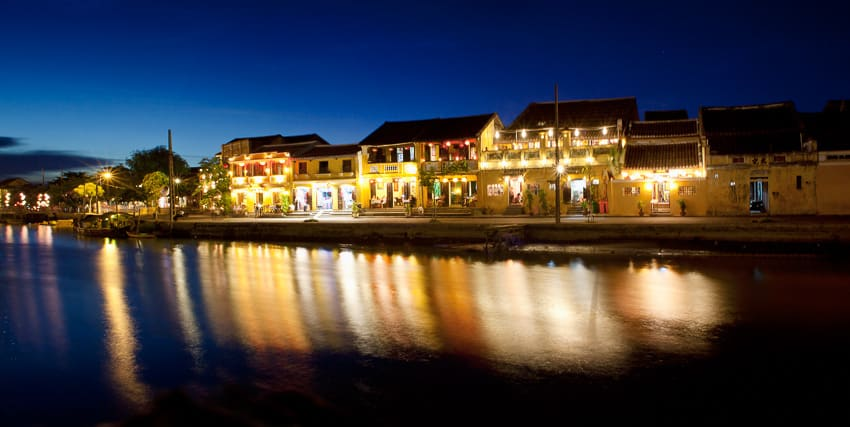 Learn to master long exposure and light on Hoi An's Old Town River