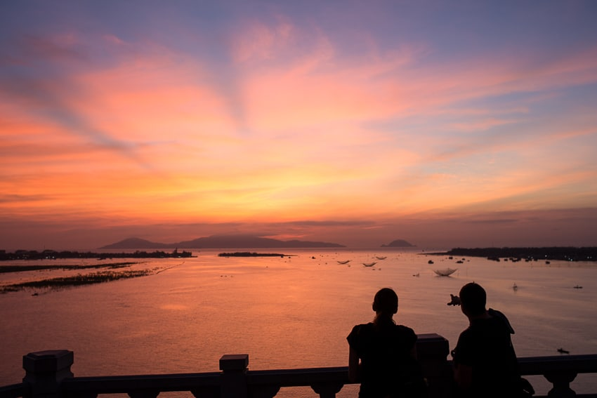 Taking landscape photos of the sunrise over Cua Dai bridge with Hoi an photo tour